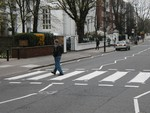 Dave Ewoldt o­n Abbey Road